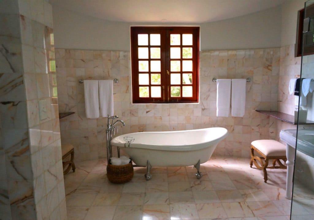 spring clean fast bathroom