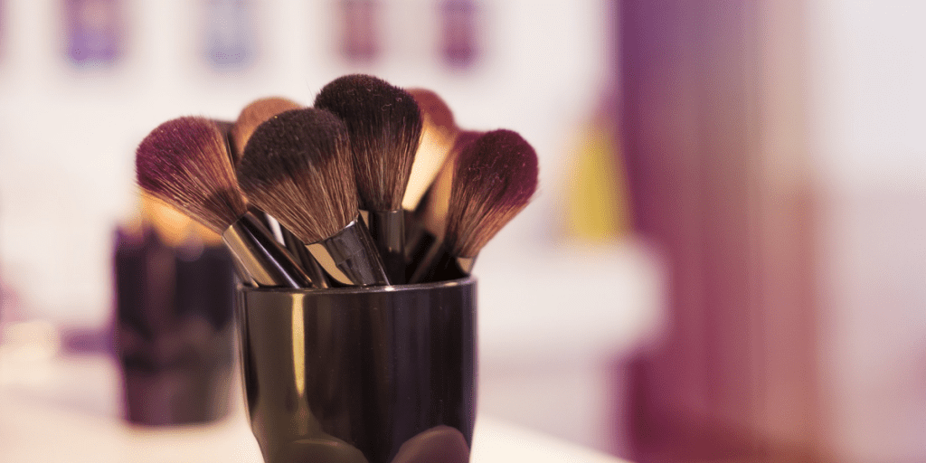 How to store makeup 1