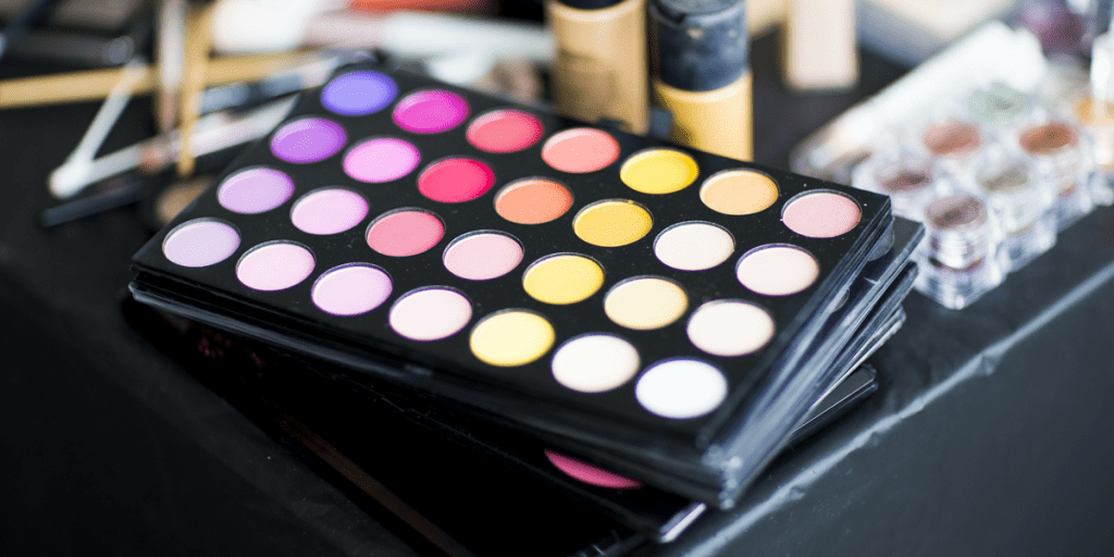 How to store makeup 2