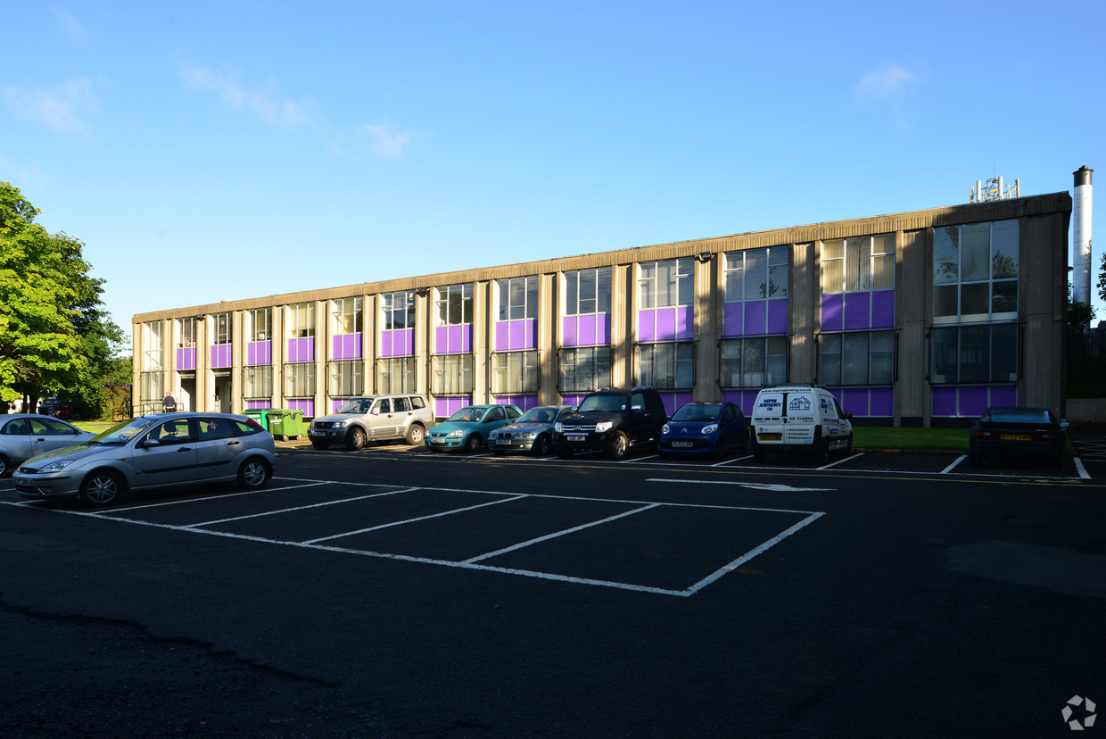 Storage Vault purchased a large mixed use business centre with office and light industrial space